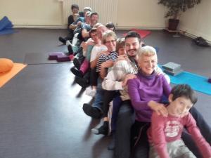 Yoga du Rire - La chenille