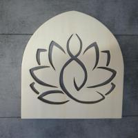 Lotus assise 1